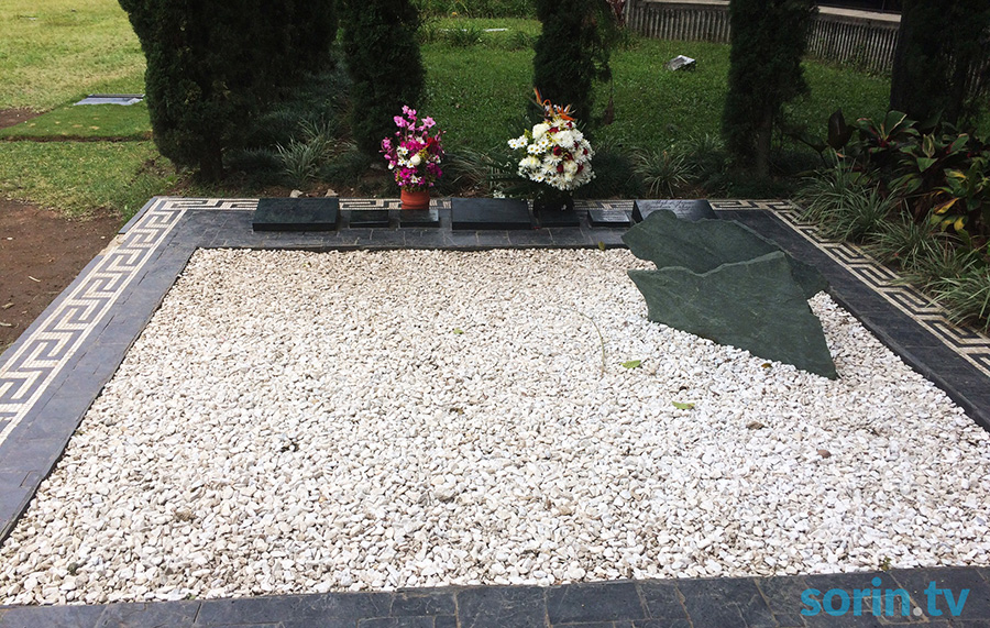 Pablo Escobar tomb grave