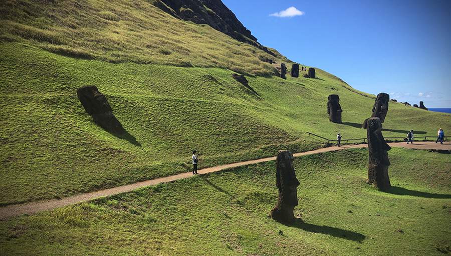 easter island bodies and heads