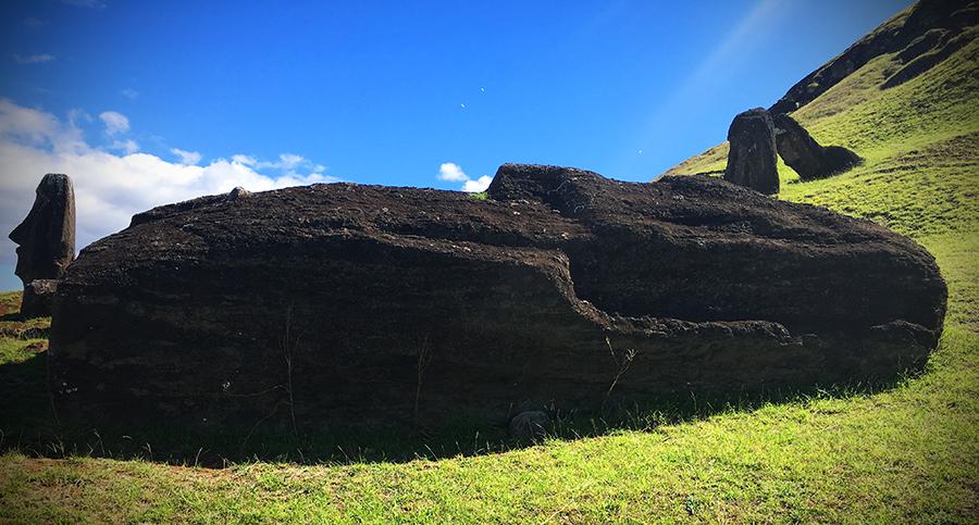 first moai statue ever