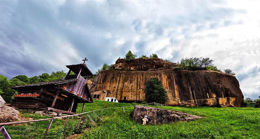 Manastirea Corbii de Piatra Romania