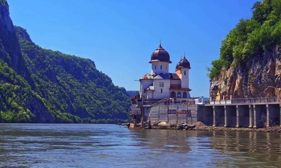 Manastirea Mraconia la Dunare Romania