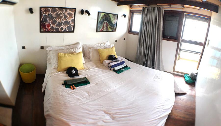 bedroom on al iikai pirate ship